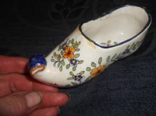 ANTIQUE HANDPAINTED DESVRES POTTERY CURLED UP TOE CLOG POSY VASE RESTORED